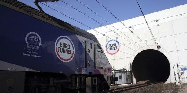Les forces de sécurité sont insuffisantes face à un nombre de migrants plus proche de 5.000 que des 2.000 évoqués par les pouvoirs publics, selon le patron d'Eurotunnel.