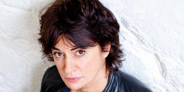 Corinne Royer, est l'auteure de La vie contrariée de Louise, le prix Terre de France - La Montagne 2012