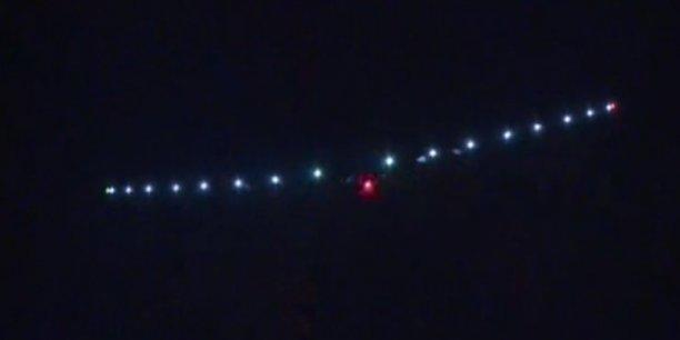 Censé faire le tour du monde en 25 jours de vol répartis sur cinq mois, le tout sans une seule goutte de pétrole, l'avion Solar Impulse 2 est un bel exemple de la puissance de l'énergie solaire.