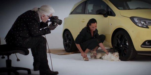À styliste de luxe, chat de luxe. Je ne permet pas [que Choupette] tourne pour des pub de nourriture [pour chats] ou des choses comme ça, déclare le créateur de Chanel.