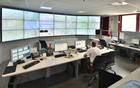 Gertrude apporte une vision synthétique et statistique en temps réel de la circulation en ville, comme ici dans le Poste Central de gestion du trafic de Bordeaux Métropole.