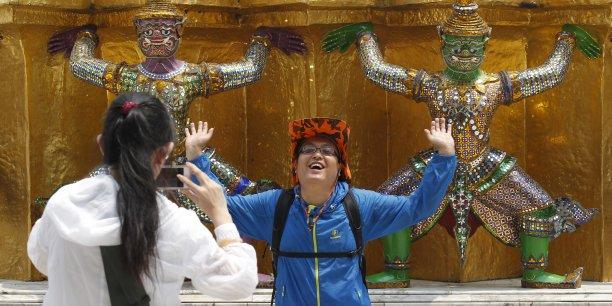 En février, les autorités ont diffusé à des milliers d'exemplaires un manuel des bonnes manières, en chinois.