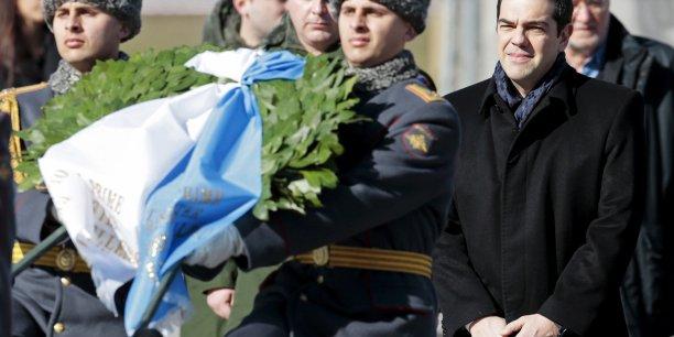 Alexis Tsipras dépose une gerbe devant la tombe du soldat inconnu à Moscou.