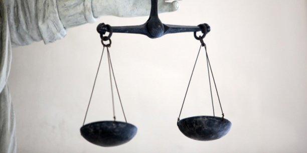 La justice grecque le soupçonne d'avoir participé à des scandales de corruption.