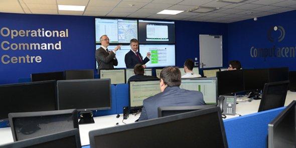 Arnaud Lépinois et Chris Webb, lors de la visite d'inauguration du site de Computacenter à Pérols, le 9 avril 2015.