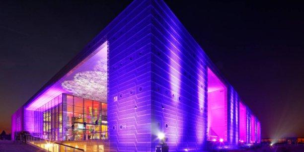 Les 17.000 mètres carrés de la Serre numérique regroupent trois écoles Rubika, plusieurs laboratoires de recherche, un incubateur, un accélérateur et un hôtel d'entreprises,
