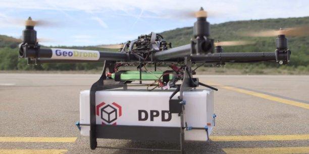 En décembre 2014, La Poste avait déjà testé les conditions d'utilisation d'un drone dans le cadre de son projet GeoDrone. Un colis de 2 kilos avait alors été transporté sur une distance de 1.200 mètres.