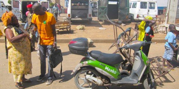 Manko a imaginé un service de commerciaux, qui se rendent à scooter chez les clients et prospects, afin de leur permettre d'ouvrir un compte bancaire ou de solliciter un crédit.