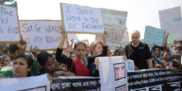 Manifestation lors du premier anniversaire du drame, le 24 avril 2014, à Savar, un faubourg de Dacca, au Bangladesh. Le 24 avril 2013, l'effondrement du toit d'un immeuble abritant des ateliers de confection textile a provoqué la mort de 1.133 personnes.