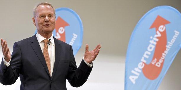 Hans-Olaf Henkel, chef de file d'AfD aux Européennes, dénonce le risque qu'AfD glisse vers une « idéologie d'extrême-droite. »
