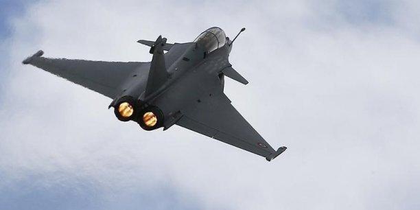 La Finlande, qui va renouveler sa flotte d'avions de combat F-18, s'intéresse au Rafale