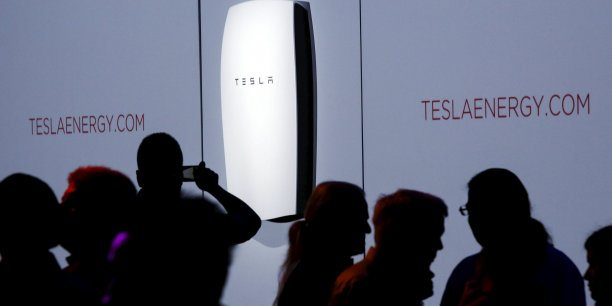 Tesla avait annoncé l'année dernière la construction de la plus grande usine mondiale de batteries lithium-ion dans l'état américain du Nevada, une usine géante de 5 milliards de dollars en collaboration avec le géant japonais de l'électronique Panasonic.