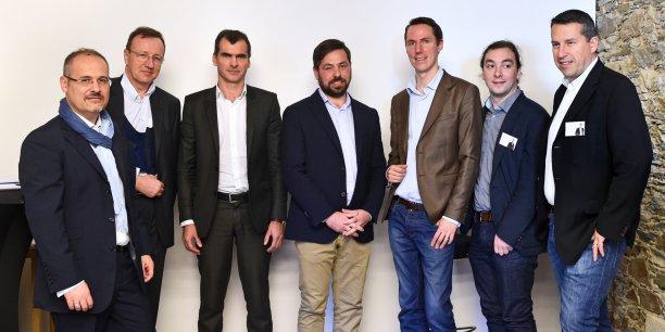 De gauche à droite :Bruno Pain, directeur général de Crédit Maritime Atlantique; Olivier de Marignan, directeur général de Banque Populaire Atlantique; Antony Priou, investisseur; Ulric Le Grand, dirigeant de Proximea; Thibaut Jarrousse, co-fondateur de 10-Vins; Luis Da Silva, co-fondateur de 10-Vins; Jérôme Pasquet, co-fondateur de 10-Vins.