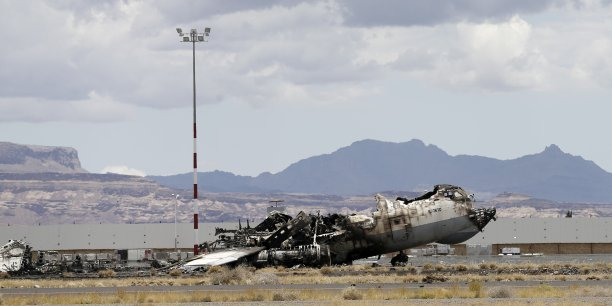 Le 28 avril, la coalition avait détruit la piste de décollage de l'aéroport de Sanaa après qu'un avion d'aide humanitaire iranien voulant s'y poser eut bravé l'interdiction de survoler le Yémen.