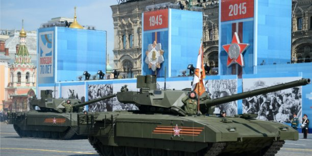 Ls milliers de spectateurs rassemblés au pied du Kremlin ont notamment pu découvrir le char Armata T-14, premier modèle de combat produit depuis 40 ans en Russie.