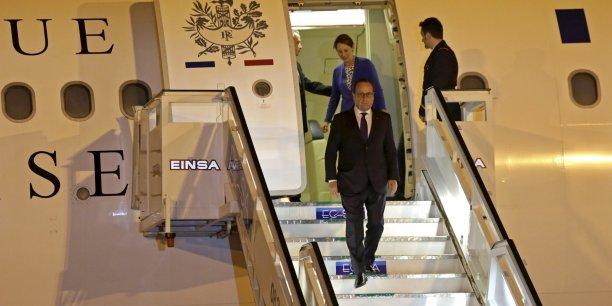 Les visées sont aussi économiques lors de ce voyage présidentiel -auquel participent de nombreux grands patrons- dans la perspective d'une levée de l'embargo américain qui pourrait déstabiliser les entreprises européennes installées sur l'île.