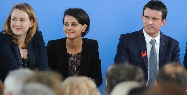 Manuel Valls, accompagné de la secrétaire d'Etat au Numérique, Axelle Lemaire (à gauche) et de Najat Vallaud-Belkacem (au centre), lors de son déplacement à Lyon, lundi.