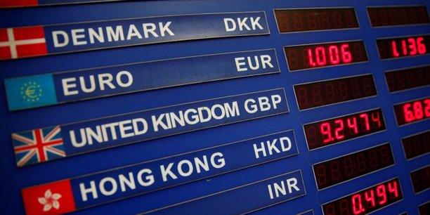 Des traders de banques concurrentes ont échangé des informations sensibles sur les opérations en devises concernant l'euro, la livre sterling, le yen, le franc suisse, les dollars américain, canadien, néo-zélandais et australien, ainsi que les couronnes danoise, suédoise et norvégienne, soit les plus liquides et les plus négociées au niveau mondial.