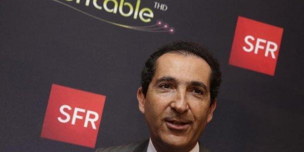 Au deuxième trimestre, le groupe de Patrick Drahi affiche un bénéfice net de 79 millions d'euros, contre une perte de 116 millions un an plus tôt.