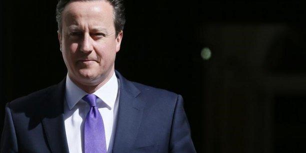 Avec sa large victoire aux élections législatives, David Cameron dispose désormais de la majorité absolue à la Chambre des communes. Pendant sa campagne électorale, il avait promis le gel des impôts sur les ménages en cas de victoire.