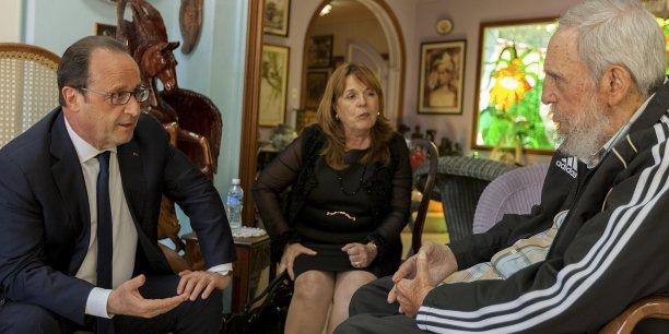 Que lui a-t-il pris d'aller fumer le cigare de la paix chez le dictateur à la retraite Fidel Castro?, s'interroge Matthieu Verrier de La Voix du Nord au sujet de Hollande.