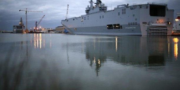 Un député de l'opposition, Thierry Mariani (Les Républicains), a évalué de son côté l'addition autour de 1,5 à 1,6 milliard d'euros si l'on tient compte notamment du coût de dérussification des navires.