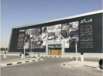 La Fnac a ouvert ce mardi en franchise son second magasin à l'étranger, à Doha au Qatar, en partenariat avec Darwish Holding, pionnier dans la grande distribution et la vente au détail au Moyen-Orient.