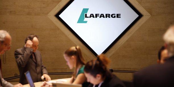 D'après Philippe Springinsfeld, coordinateur de la CFTC, premier syndicat du groupe, le plan prévoit 195 suppressions de postes au siège social à Paris et 8 au sein de Lafarge Services près de Lyon, ainsi que la création de 37 postes au centre de recherche de Saint-Quentin-Fallavier en Isère.