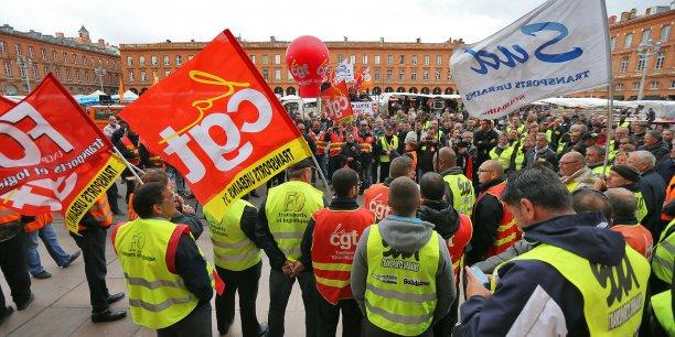 Les syndicalistes ont manifesté ce matin devant le Capitole, avant d'être reçus par la direction de Tisséo. En vain.