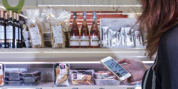Le Carrefour d'Eurallile s'est doté d'un nouveau système de géolocalisation par LED. C'est la caméra frontale du smartphone sert de récepteur aux informations transmises par Li-Fi