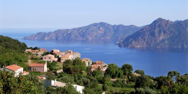 En Corse, moins de de 50% des zones de montagne sont aujourd'hui couvertes, déplore Laurent Wauquiez.