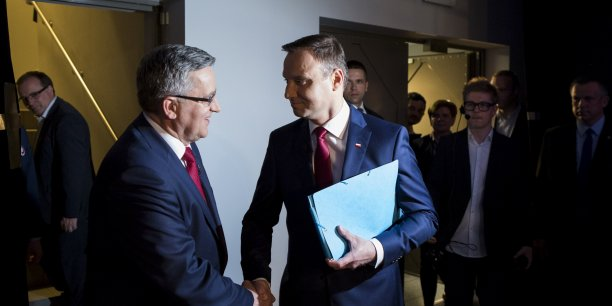 Le second tour de l'élection présidentielle ce dimanche en Pologne entre Bronislaw Komorowski, qui brigue un second mandat, et son adversaire de la droite conservatrice Andrzej Duda s'annonce particulièrement indécis.
