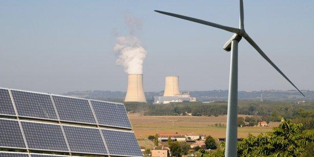 la France conserve sa septième place dans le classement. Une position qu'elle doit à l'adoption longtemps attendue de la loi de transition énergétique cet été, visant notamment à générer 40% de l'électricité à partir des énergies renouvelables d'ici 2030 (contre 17,7% en 2014).