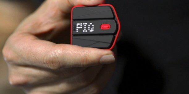 Ce mini-boitier mesure précisément des performances métriques, comme la vitesse, la hauteur ou la trajectoire.