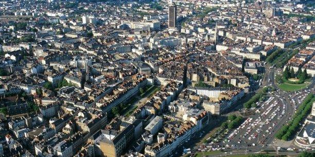 Les associations de maires de France dénoncet la baisse de la dotation del'Etat qui va se traduire pour les communes par une perte de 15,8 milliards d'euros en cumulé