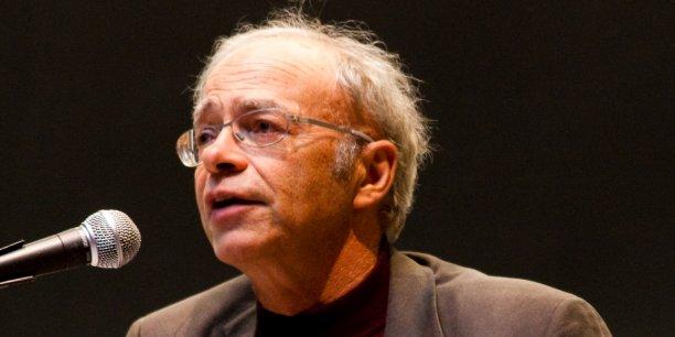 Le philosophe Peter Singer demande : Pourquoi imaginer qu'appliquer un raisonnement économique au don le rend moins désintéressé ?
