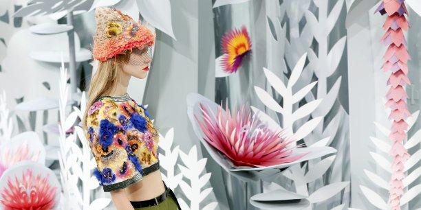 Chanel arrive à la première place du classement des marques de luxe préférées des Françaises fortunées.