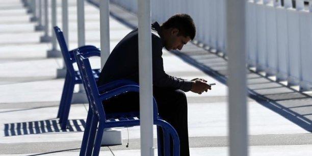 Selon une étude Ipsos, deux heures de surf sur Internet avec un smartphone correspondent à une consommation de données oscillant entre 20 et 50 Mo.