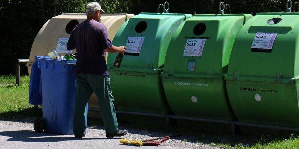 64% des personnes interrogées assurent trier et recycler des déchets contre 68,7% en 2010