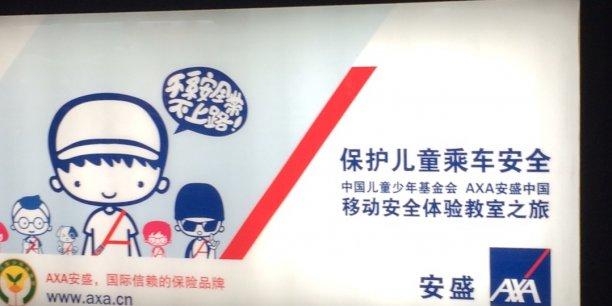 Une publicité pour Axa, dans le métro à Shanghai