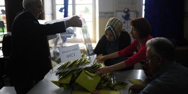 l'AKP (le parti du président)  a perdu sa majorité absolue.