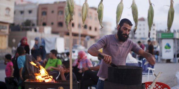 Le 22 mai 2015, un rapport de la Banque mondiale estimait le taux de chômage à 43% dans la Bande de Gaza.