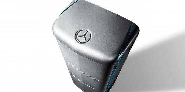 Présentée officiellement du 10 au 12 juin à Intersolar Europe 2015 (un des plus importants salon professionnel dédiés à l'industrie du solaire), la batterie Mercedes devrait être distribuée en septembre.