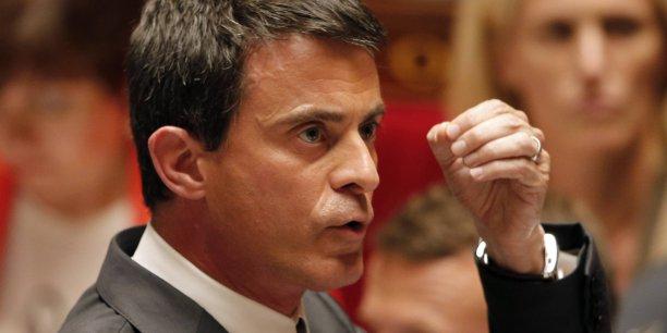 900 postes supplémentaires dans les forces de l'ordre, notamment dans la police aux frontières, seront créés dans le cadre de la lutte contre l'immigration irrégulière, a aussi promis Valls.