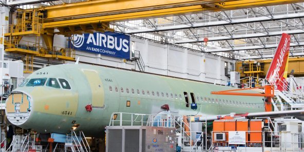 Chaîne d'assemblage final de l'A350 XWB à Colomiers