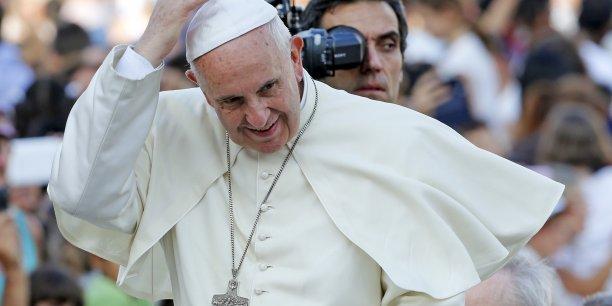 Que signifie le commandement Tu ne tueras point dès lors que 20% de la population mondiale consomme les ressources dans une telle mesure qu'elle vole aux nations pauvres et aux générations futures ce dont elles ont besoin pour survivre?, écrit le pape.