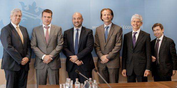 De gauche à droite : Yves Elsen (PDG d'Hitec Luxembourg), Claude Strasser (PDG de Post), Etienne Schneider (vice-premier ministre et Ministre de l'Économie du Luxembourg), Jean-Marc Gardin (directeur général du groupe Telespazio et PDG de Telespazio France), Marcello Maranesi (PDG d'e-GEOS) et Massimo Comparini (directeur technique du groupe Telespazio)