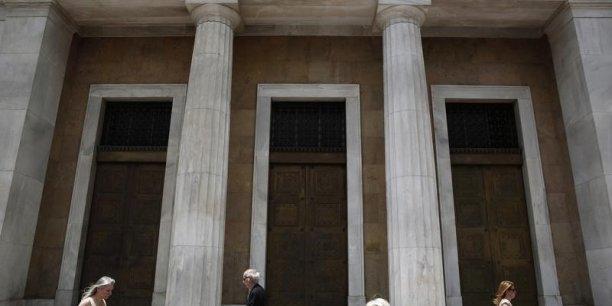 Les retraits bancaires se sont accélérés ces derniers jours en Grèce : la presse nationale estime qu'entre 4 et 6 milliards d'euros ont été récupérés dans la semaine.