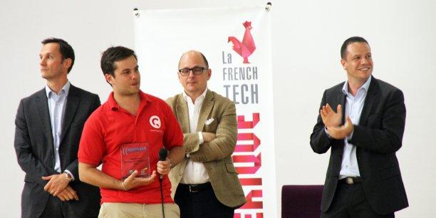 Nicolas Rabault, dirigeant de Caramaps, trophée en main, devant François Patanchon (BNP Paribas), Laurent Chapoulaud (E&Y) et Julien Parrou (Bordeaux Entrepreneurs / ConcoursMania)