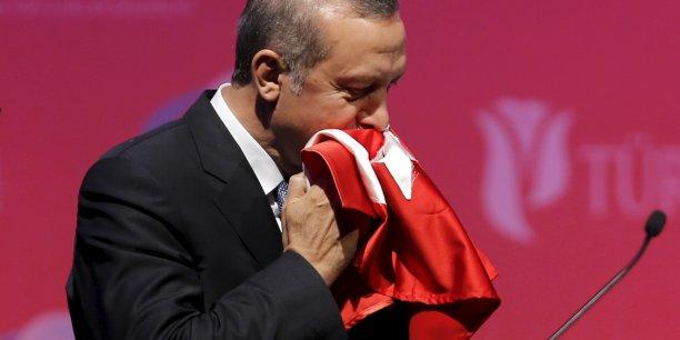 Pour la première fois depuis 2002, le Parti de la justice et du développement (AKP) de Recep Tayyip Erdogan, a perdu la majorité au Parlement lors des élections législatives du 7 juin dernier. En Turquie, ce résultat constitue un tremplin pour que le pays engage des réformes, et accélère le processus d'adhésion à l'UE.